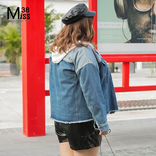 Miss38-(現貨)【A07358】大尺碼牛仔外套 襯衫式 薄款 長袖上衣 時尚撞色 下擺毛邊- 中大尺碼女裝
