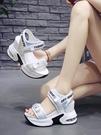 增高涼鞋女 女士厚底涼鞋肥腳坡跟2020新款網紅超火松糕運動高跟內增高仙女鞋 CY潮流