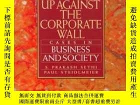 二手書博民逛書店Up罕見Against The Corporate Wall: Cases In Business And Soc