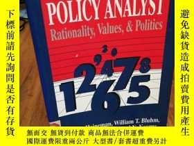 二手書博民逛書店World罕見of the Policy Analyst: Ra