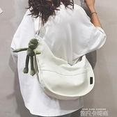 帆布包女斜挎大容量慵懶風ins百搭簡約日系chic大學生上課單肩包 依凡卡時尚