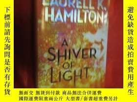 二手書博民逛書店A罕見Shiver of Light (Merry Gentry) (小16開,硬精裝) 【詳見圖】Y5460