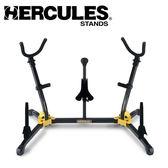 【小叮噹的店】 Hercules 海克力斯 DS538B 中音+次中音+高音薩克斯風+長笛+豎笛X2 五合一架