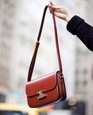 ■專櫃77折 ■Celine 全新真品 亮面小牛皮中型Triomphe 凱旋門包 紅色