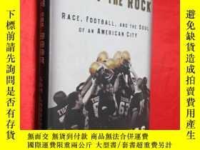 二手書博民逛書店Carry罕見the Rock: Race, Football,
