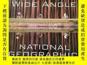 二手書博民逛書店Wide罕見Angle: National Geographic