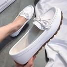平底鞋 豆豆鞋女2021春季新款平底單鞋牛筋軟底懶人一腳蹬媽媽白色護士鞋 薇薇