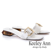 2019春夏_Keeley Ann時尚膠片 金屬D飾釦造型透視跟拖鞋(白色)-Ann系列