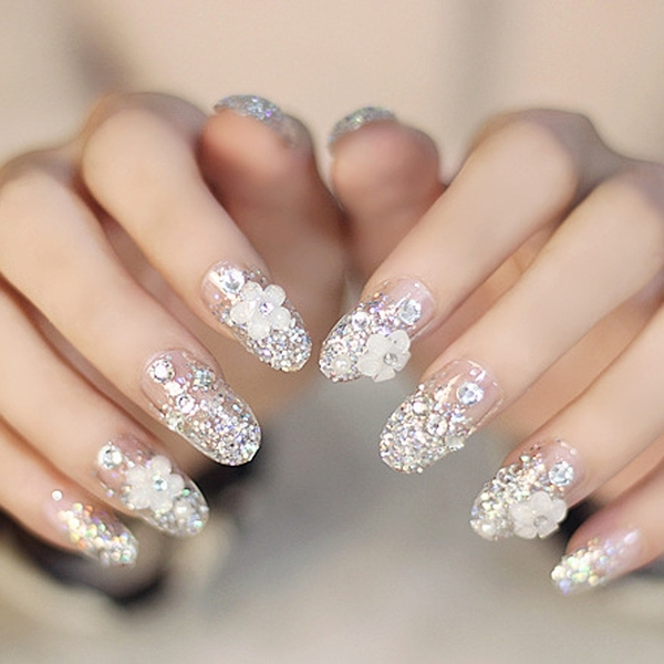 光療感指甲油簡約小花銀色閃粉法式圓頭假指甲成品貼片甲片 新娘美甲 背膠款配外套皮衣風衣