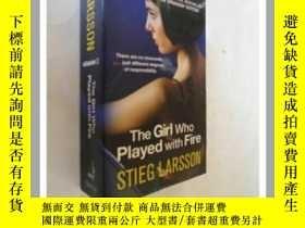 二手書博民逛書店The罕見Girl Who Played with Fire【玩