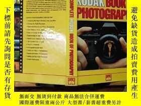 二手書博民逛書店THE罕見COMPLETE KODAK BOOK OF PHOTOGRAPHY(英文原版)Y7353 Col