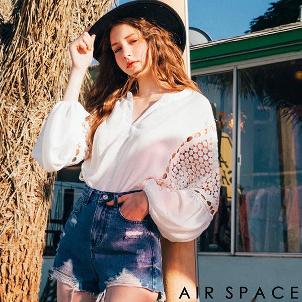 上衣 鏤空蕾絲V領澎澎袖上衣2色 -AIR SPACE