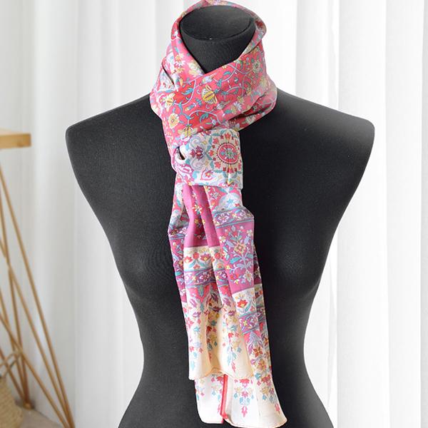 日本集彩苑 - Symmetry 對稱之美披肩/圍巾/方巾(覆盆子色)《日本設計製造》