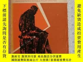 二手書博民逛書店Government罕見Against PovertyY2819