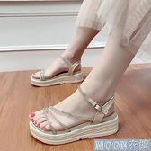 坡跟涼鞋厚底增高坡跟網紅水鉆涼鞋女夏新款時尚防滑軟底沙灘鞋學生鞋 快速出貨