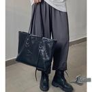 女款簡約手提包大容量側背包休閒托特包【邻家小鎮】