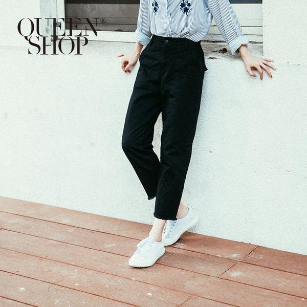 Queen Shop【04101240】彈性後腰下擺鬚邊造型八分褲 S/M/L*預購*