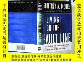 二手書博民逛書店LIVING罕見ON THE FAULT LINE 生活在斷層線