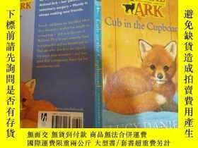 二手書博民逛書店ANIMAL罕見ARK cub in the cupboard:櫥櫃裏的動物方舟幼崽Y200392