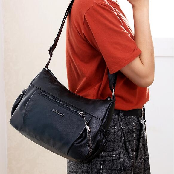 側背包中年女包包新款媽媽軟皮包時尚百搭大氣中老年單肩側背包