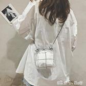 夏天小包包女新款潮流百搭單肩包塑料透明包錬條斜背水桶包  潔思米