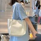 女包小眾設計師大容量水桶包2021新款潮時尚鱷魚紋手提側背包 黛尼時尚精品