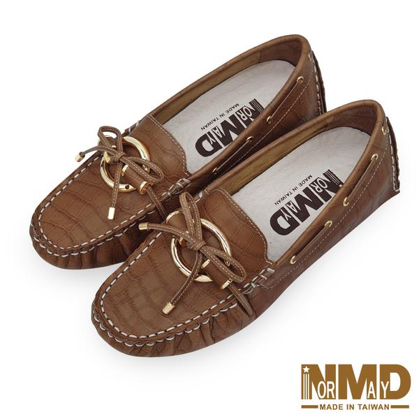真皮豆豆鞋 奢華貴氣鱷魚壓紋環扣磁石增高全真皮豆豆鞋-MIT手工鞋(焦糖棕) Normady 諾曼地