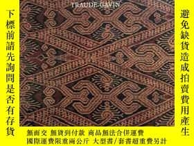 二手書博民逛書店The罕見Women s Warpath:Iban Ritual Fabrics from BorneoY39
