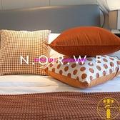 抱枕床上靠枕靠腰枕芯枕套臥室沙發焦糖色輕奢千鳥格【雲木雜貨】