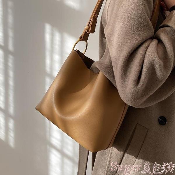 水桶包 百搭洋氣大容量包包女冬2021網紅新款潮時尚高級感側背斜背水桶包  新品