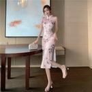 旗袍洋裝 春夏季新款主持人時尚減齡復古花朵少女氣質珍珠開叉旗袍性感連身裙