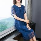 夏裝短袖V領連衣裙長裙子女裝時尚雪紡復古盤扣藍色裙雙層蕾絲袖 - 古梵希