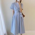 韓國chic法式氣質奶軟藍圓領壓褶系帶收腰顯瘦過膝短袖洋裝長裙 黛尼時尚精品