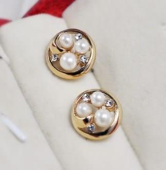 [協貿國際]  韓版扭曲水果盤珍珠閃鑽耳釘耳飾耳環 (2個價)