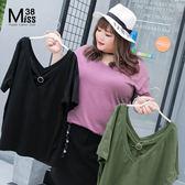 Miss38-(現貨)【A04567】簡約V領 素面三色 性感露背交叉 純棉彈性 短袖 上衣 大碼T恤 -中大尺碼