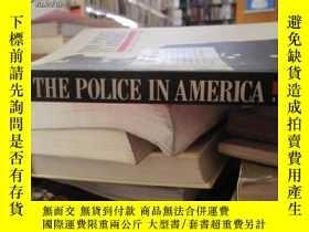 二手書博民逛書店THE罕見POLICE IN AMERICA AN INTROD