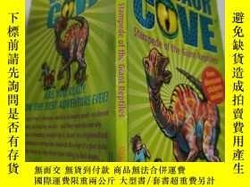 二手書博民逛書店dinosaur罕見cove stampede of the giant reptiles 巨型爬行動物的恐龍灣踩