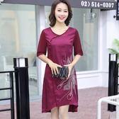 店長推薦 年輕媽媽裙子高貴中年40-50歲中老年女夏裝短袖繡花不規則連身裙