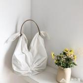 顏值爆表 設計感網紅仙女風褶皺側背帆布包仙鶴包蝴蝶包 三角衣櫃