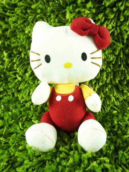 【震撼精品百貨】Hello Kitty 凱蒂貓~可折絨毛娃娃-紅吊帶