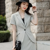 簡約單扣格紋斜口袋短袖西裝外套[21X075-PF]美之札