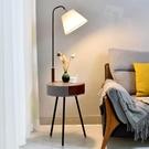 沙發邊落地燈ins風客廳簡約現代茶幾燈飾創意臥室床頭燈立式台燈 夢幻小鎮