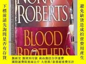 二手書博民逛書店英文原版罕見Blood Brothers by Nora Rob