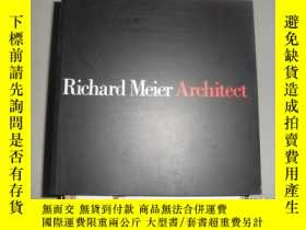 二手書博民逛書店Richard罕見Meier, Architect, Vol.