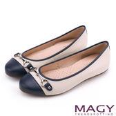 MAGY 甜美時尚 牛皮金屬雙釦飾平底娃娃鞋-白+藍