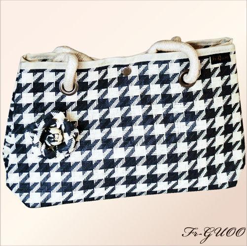 《家購網寢俱館》/法果輕時尚系列 – FRB505 編織菱格包(黑色)