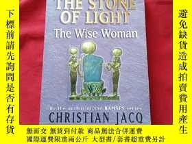 二手書博民逛書店The罕見Stone of Light:The Wise Wom