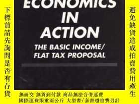 二手書博民逛書店Public罕見Economics In Action: The Basic Income flat Tax Pr