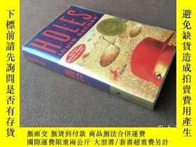 二手書博民逛書店Holes罕見  洞 (英語 附有碟片 1999年紐伯瑞獎)Y2