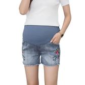 BabyShare時尚孕婦裝【MAY1521】現貨 加大尺碼 孕婦褲 可調節  精美繡花牛仔托腹短褲
